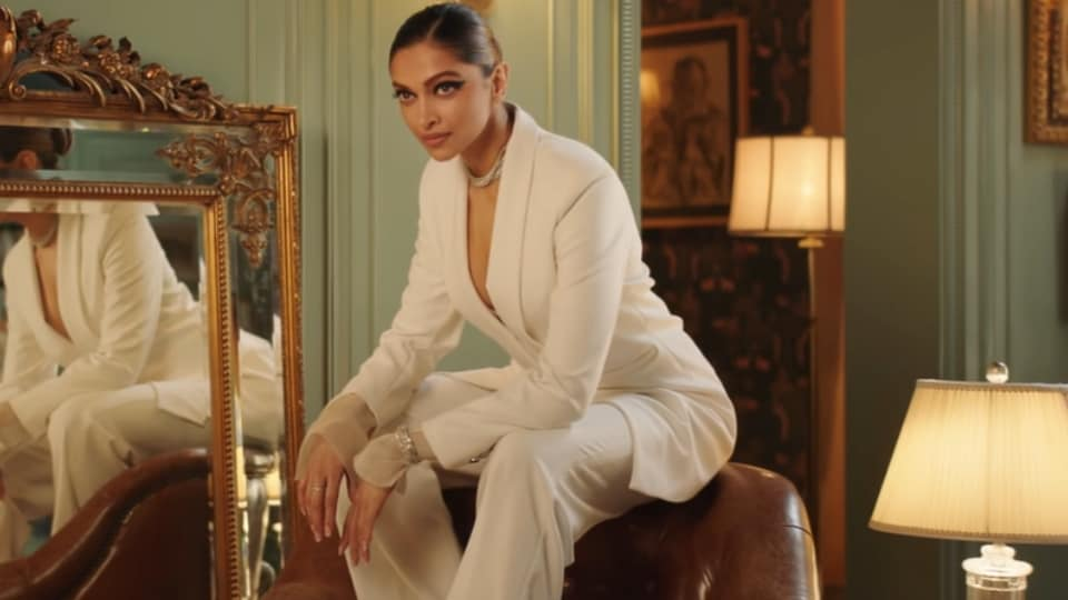 Deepika wore an all-white blazer and pants. (YouTube/asianpaints)