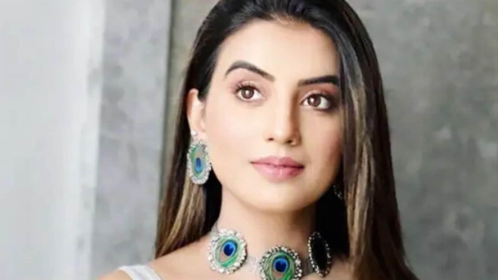 Bhojpuri star Akshara Singh breaks down on Bigg Boss OTT, says Moose  Jattana 'has no right to comment' on her work | Web Series - Hindustan Times