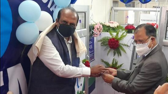 SBI chief general manager (Northeast Circle) Ramesh R S hands over the ATM to Dr R Nongrum, the medical superintendent of Dr Gordon Roberts Hospital. (HT photo)