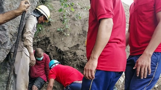 Kinnaur: ITBP team at the landslide point during search operation on the Reckong Peo-Shimla Highway in Kinnaur district.(PTI)