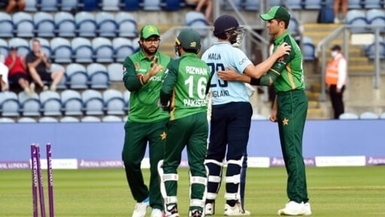England's Dawid Malan, 2nd right, reacts with Pakistan's Shaheen Shah Afridi, right.(AP)