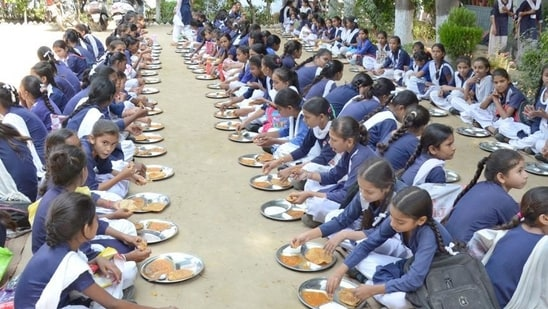 JK admin signs MoU with Akshay Patra for providing meals to govt school students(HT Representative Photo)