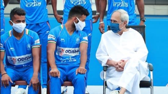 Indian men's hockey team captain Manpreet Singh (R) and Odisha CM Naveen Patnaik. (Hockey India / Twitter)