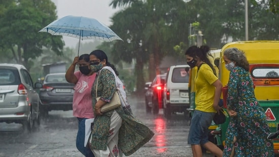 Met officials said that Thursday will mark the end of the break monsoon phase which, according to IMD data, is one of the longest break monsoon spells that the city has witnessed.(PTI)