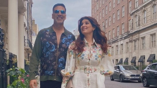 Twinkle Khanna shares a picture with Akshay Kumar.