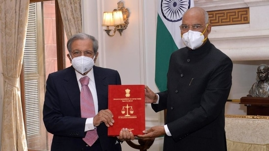 Chairman of 15th Finance Commission NK Singh submits the report of the panel to President Ram Nath Kovind.(ANI File Photo)