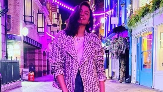 Anushka Sharma's uber-cool look in <span class='webrupee'>₹</span>6k jacket with top, denims should be in your winter closet(Instagram/@anushkasharma)