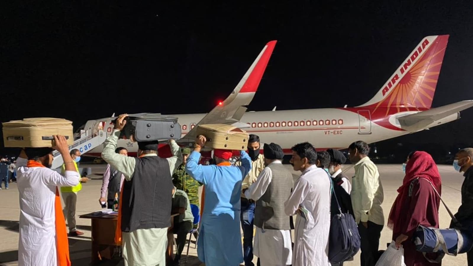 Air India flight with 78 people evacuated from Afghanistan lands in Delhi |  Latest News India - Hindustan Times