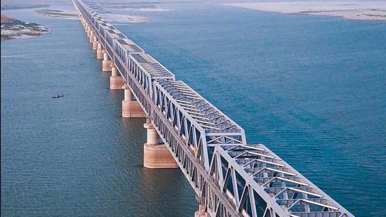 Aerial view of the JP Setu that was closed for heavy vehicles within a few months of its inauguration. (Courtesy-Facebook/PatnaSmart City page)