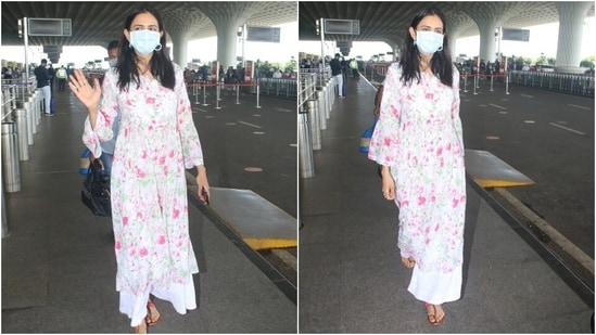 Rakul wore the kurta with white embroidered flared pants, pink Kolhapuri sandals, and a face mask to keep herself safe during the pandemic.(HT Photo/Varinder Chawla)