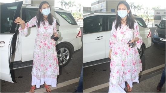 Rakul accessorised her breezy and summer-appropriate anarkali set with silver hoop earrings and middle-parted open locks. A cotton kurta set is a summer staple in almost every Indian ethnic wardrobe, and Rakul proved the same with her latest airport look.(HT Photo/Varinder Chawla)