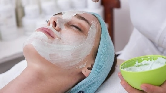 Dr.RinkyKapoor,Consultant Dermatologist,Cosmetic Dermatologist & Dermato-Surgeon,The Esthetic Clinics, suggests some organic home remedies for reducing the skin tan and get the glowing skin back.(Unsplash)