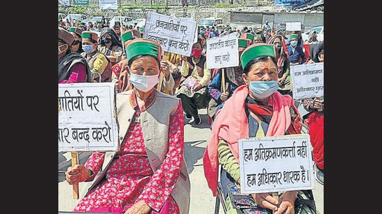 Villagers, environmentalists and NGOs staging a protest against the proposed 804 MW Jangi Thopan hydel project in Kinnaur on Thursday. (ANI)