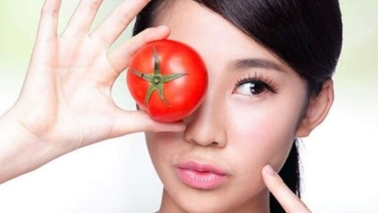 Tomato: A tried and tested skin de-tanning ingredient, tomato is rich in antioxidants and vitamin C that improve collagen production and protects from sunburn. Take some tomato juice and apply on the tanned areas of the skin. Let it dry for 15 mins. Wash with normal water. Do this three times a week.(Instagram)