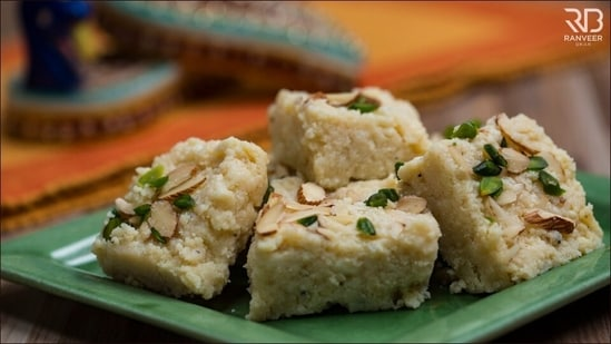 Recipe: This Janmashtami, whip up Chef Ranveer Brar approved Kalakand at home(Chef Ranveer Brar)
