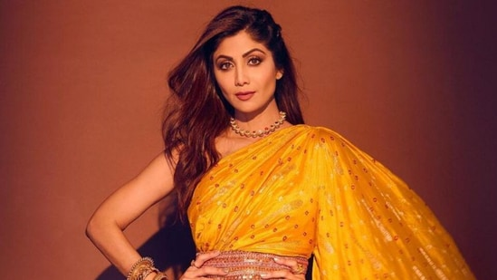 Shilpa Shetty in <span class='webrupee'>₹</span>45k jumpsuit saree gives the evergreen six yards a modern spin, see pic(Instagram/@theshilpashetty)