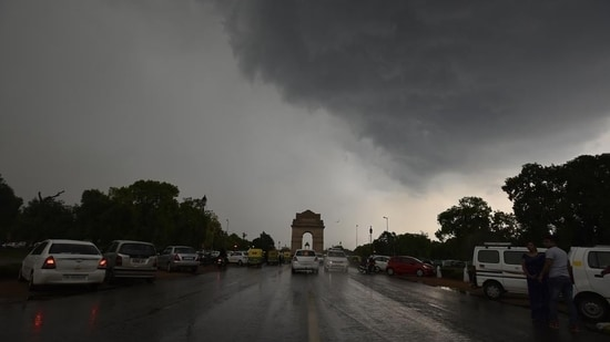 Scientists also say that the prolonged break phases that the monsoon season saw in the whole of northwest India also contributed to Delhi's rain imbalance. (Raj K Raj/HT PHOTO)