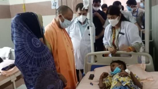 UP CM Yogi Adityanath visits children admitted in a hospital in Firozabad. (Hemendra Chaturvedi/HT Photo)