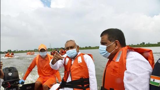 Bihar Chief Minister Nitish Kumar surveys flood-affected areas at Kusheshwar Sthan in Darbhanga on Tuesday. (Santosh Kumar/HT)