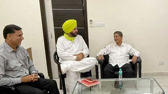 Harish Rawat asked Navjot Singh Sidhu and other leaders to maintain party discipline and not take issues into the public arena, the people quoted in the first instance said. (ANI)