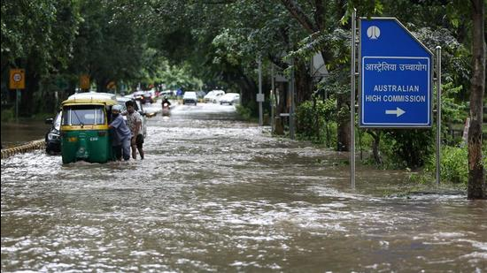 Though waterlogging has been a perennial problem, it has become worse since 2011, said Sarvagya Srivastava, former engineer-in-chief, PWD. (Sanchit Khanna/HT PHOTO)