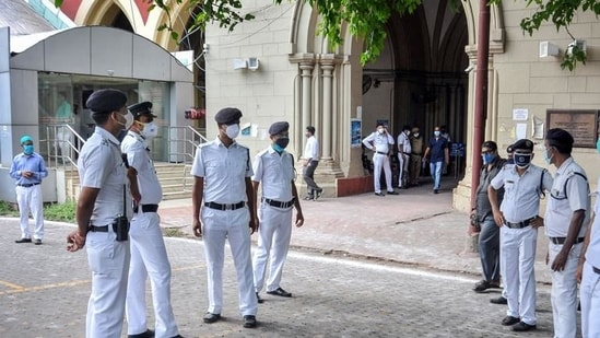 Police personnel stand guard at the Calcutta high court, during a hearing in the Narada scam case earlier this year. (PTI)