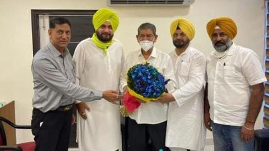 Punjab Congress leaders, led by Navjot Singh Sidhu, welcoming AICC in-charge of state affairs Harish Rawat in Chandigarh on Tuesday. (HT Photo)