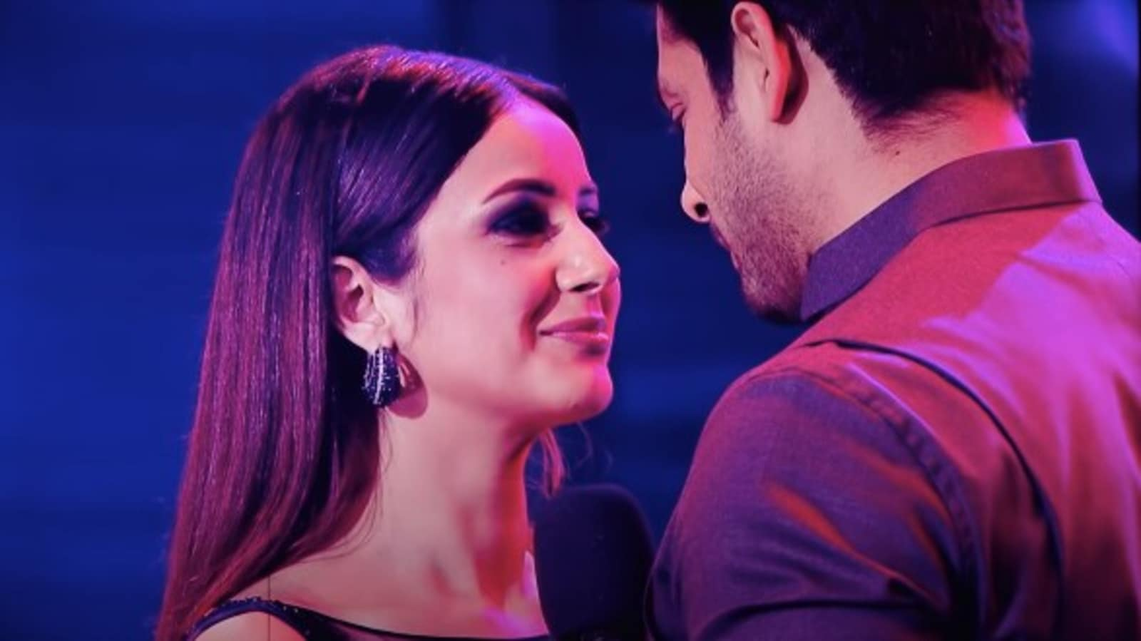 Sidharth Shukla and Shehnaaz Gill's last dance together leaves Sidnaaz fans heartbroken. Watch here