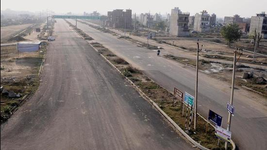 New Chandigarh is located close to Madhya Marg in Chandigarh. Due to rising housing demand in and around the tricity, it has attracted scores of land developers. (HT File Photo)