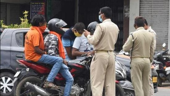Police screen commuters for lockdown restriction violations, at MG road in Ranchi on May 27, 2020. (HT archive)