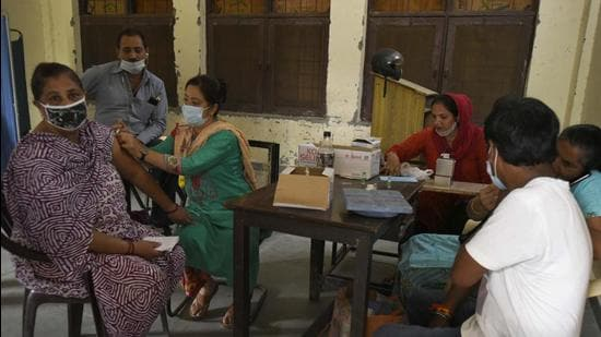 On Thursday, 20, 297 doses were administered at 91 Covid-19 vaccination centres. (Parveen Kumar/HT Photo)