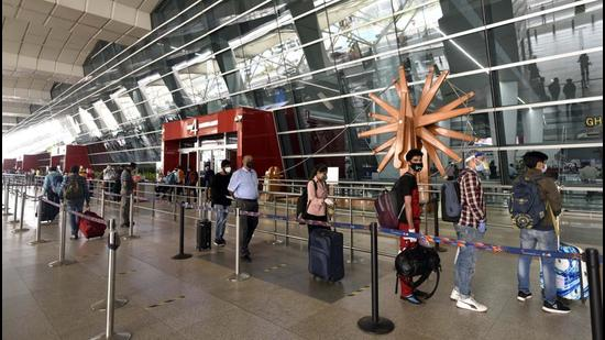 To avail the service, flyers can visit the 'Avaan Excess' counter at Terminal 3 of the Delhi airport to book their excess baggage. (Sanjeev Verma/HT Archive)