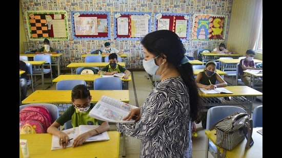 Delhi-NCR teachers say parents need to help in making youngsters aware of the importance of following Covid appropriate behaviour. (Photo: Sameer Sehgal /HT (For representational purposes only))