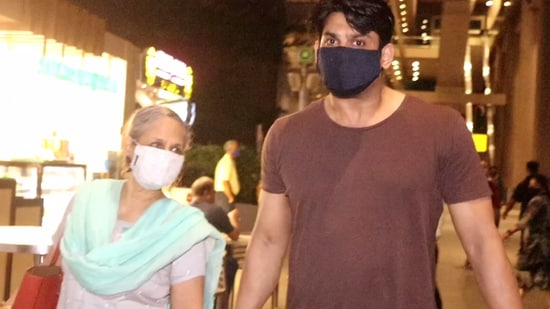 Sidharth Shukla with his mother at the airport.(Varinder Chawla)