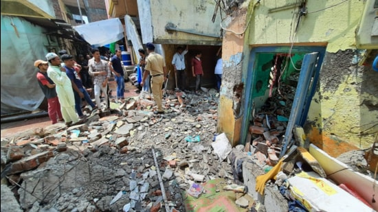 The local police and Bhiwandi disaster management team reached the spot and have initiated the demolition of the structure. (HT Photo)