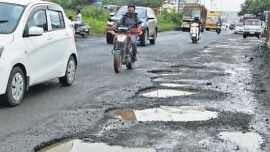 Uttar Pradesh to conduct special drive to make roads 'pothole-free'(Ravindra Joshi/HT file photo. Representative image)