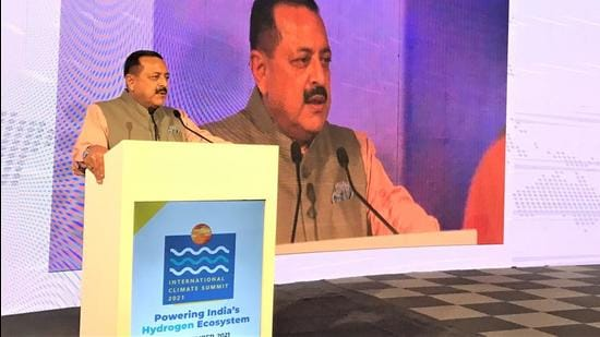 Science and technology minister Jitendra Singh at a climate summit organised by the PHD Chamber of Commerce and Industry. (Twitter/@DrJitendraSingh)