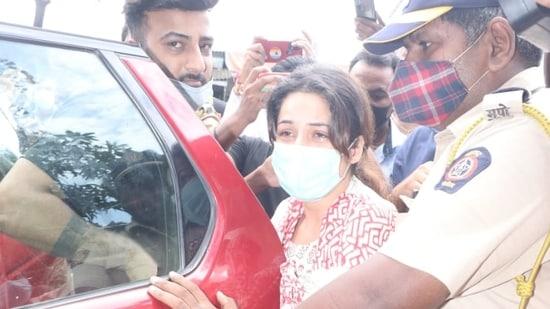 Shehnaaz Gill leaves for Sidharth Shukla's funeral.(Varinder Chawla)