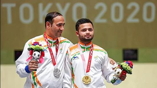 Gold medallist Manish Narwal and silver medallist Sighraj Singh of India during the presentation ceremony of the P4-Mixed 50m Pistol Shooting event at the Tokyo Paralympics on Saturday. (PTI Photo)