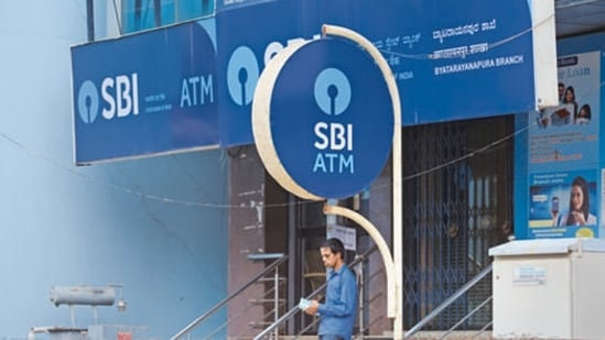 SBI's services were down for 150 minutes on August 6 and 7 due to maintenance work.(HT File Photo)