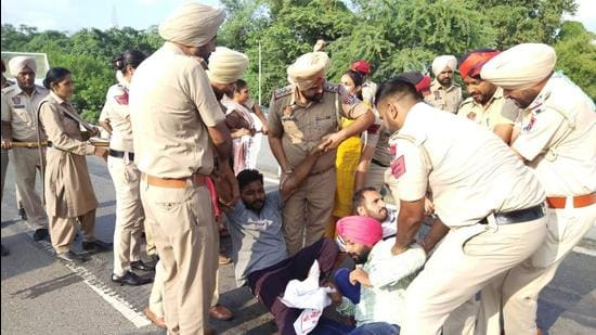 Aspiring teachers holding a protest in Sangrur on Saturday, with police removing them from the roads. (HT Photo)