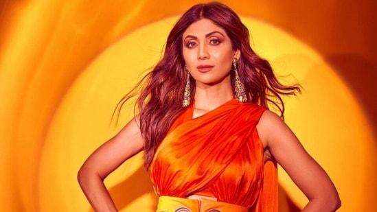 Shilpa Shetty teams orange double-pallu saree with the most dramatic accessory, see pics(Instagram/@theshilpashetty)