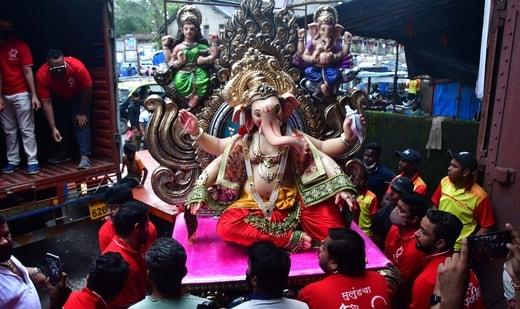 Karnataka government said not more than 20 people will be allowed during Ganesh Chaturthi celebrations as well as during the immersion ceremony.(Bhushan Koyande/ HT Photo)