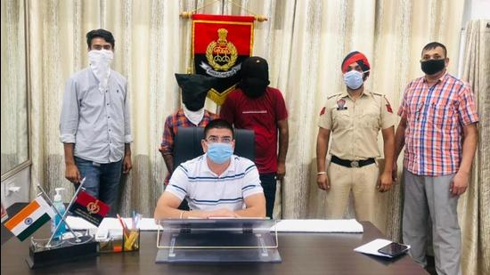 The accused in the custody of the anti-smuggling cell of Ludhiana police on Sunday. (HT PHOTO)