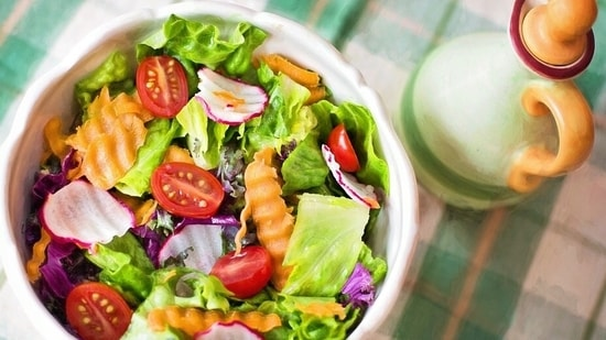 Health benefits of salads are innumerable but the challenge is also to make them interesting and tasty. So how do we do that? Divya Singh Vishwanath, lifestyle blogger & stylist tells us.(Pixabay)
