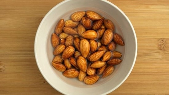 Why we should eat soaked almonds rather than raw or roasted.(Pinterest)