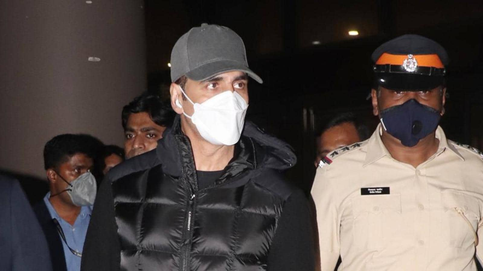 Akshay Kumar flies back from UK as his mother is critical and in ICU in  Mumbai Hospital   Bollywood - Hindustan Times
