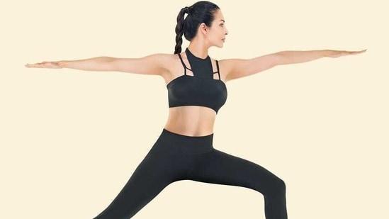 Malaika Arora enters the week 'like a warrior' with Yoga's Virabhadrasana II(Instagram/malaikaaroraofficial)