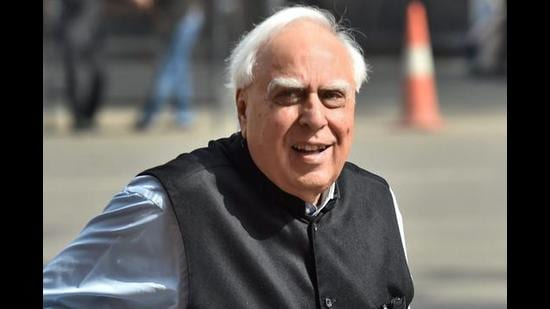 As the AJL case was taken up by the bench of justice GS Sandhawalia, the court was apprised that one of the counsel, senior advocate Kapil Sibal, due to his age and prevailing conditions, can't appear as he has to come from Delhi. (HT File)