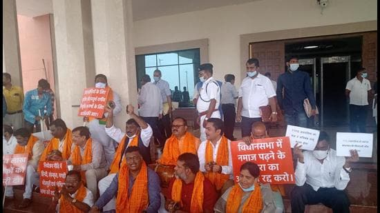 BJP MLAs protest against the Namaz room allocation at Jharkhand assembly in Ranchi Monday. (HT Photo)